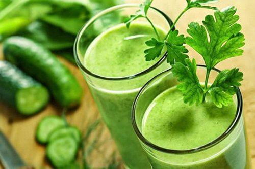 Un smoothie verde cu legume te ajută să slăbești