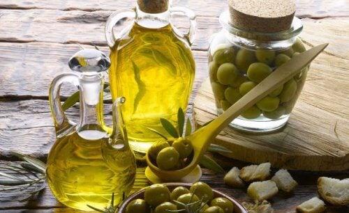 Uleiul de măsline extravirgin poate fi inclus în numeroase remedii