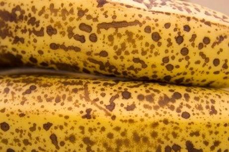 Utilizări ale cojilor de banane foarte coapte