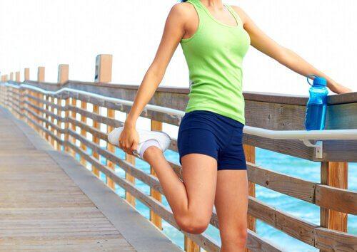 Întinderile picioarelor ameliorează durerea de spate
