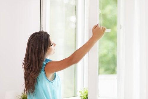 Aerul curat umple casa de energie pozitivă