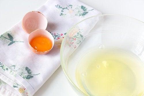 Albușul de ou pentru un bust mai ferm