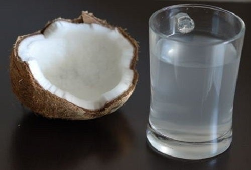 Apa de cocos este benefică pentru organism