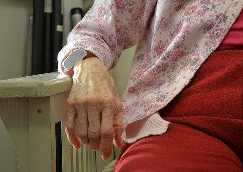 Boala Alzheimer apare de obicei la persoanele în vârstă