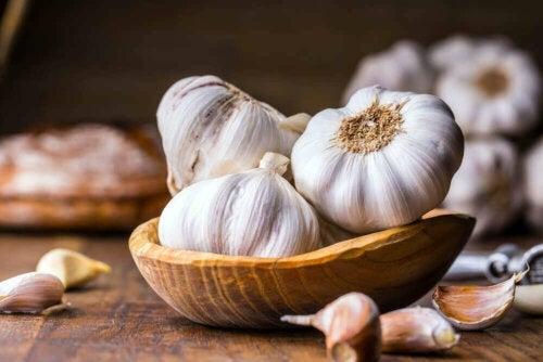 Bol cu căpățâni de usturoi