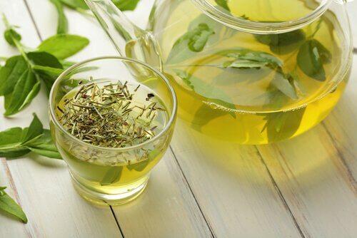 Ceaiul verde topește kilogramele în plus