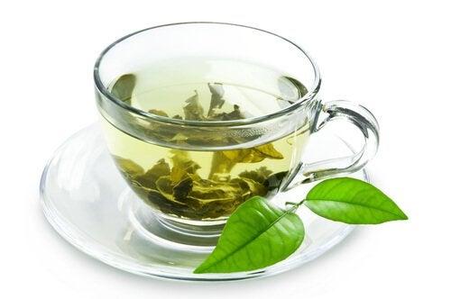 Ceaiul verde oferă numeroase beneficii petru sănătate