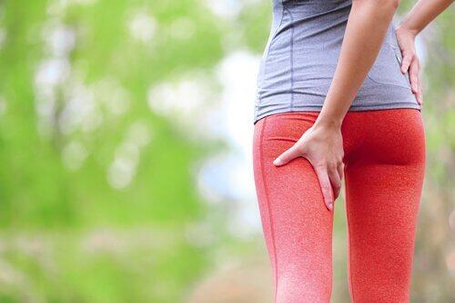 Crampele musculare apar adesea în zona picioarelor