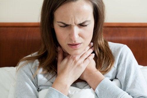 Durerile în gât pot fi ameliorate cu o alimentație corespunzătoare