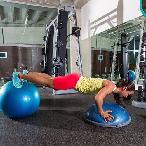 Exercițiile fizice ajută la tonifierea abdomenului