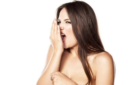 Gura și respirația urât mirositoare pot semnala diverse boli