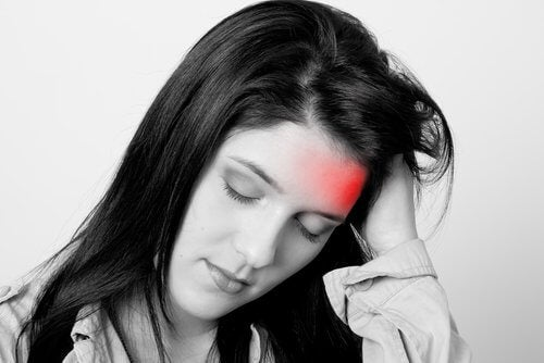 Fată cate ate nevoie de un tratament pentru migrene