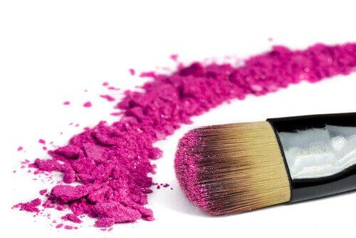 Pensula este printre produsele cosmetice care nu se împart