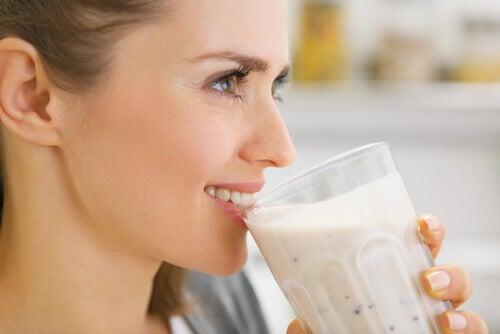 Băuturile hidratante îți pot revitaliza pielea
