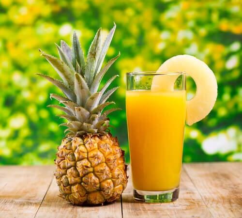 Bea suc de ananas pentru a elimina pietrele la rinichi