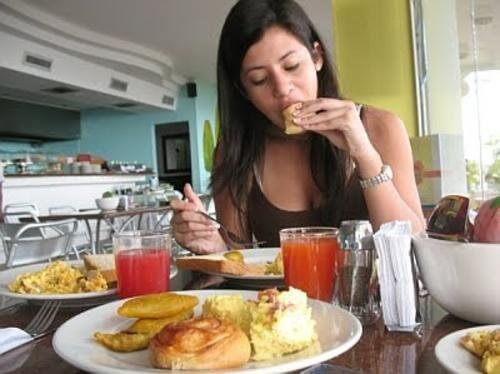 Pofta de mâncare excesivă cauzează inevitabil un câștig în greutate