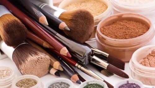10 produse cosmetice care nu se împrumută