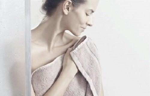 Fără să-ți dai seama, poți face anumite greșeli când te speli pe corp