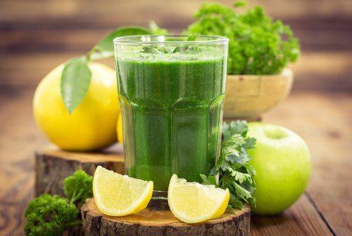 Un suc verde topește kilogramele în plus