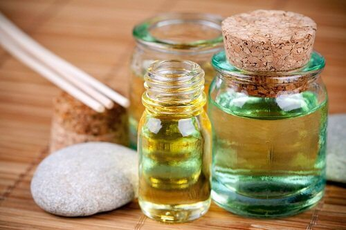 Uleiul de chiparos este benefic pentru venele varicoase