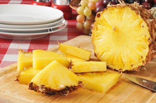 Ananasul – beneficii diuretice și detoxifiante