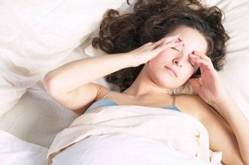 Anxietatea poate produce dureri de cap