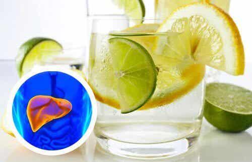 Beneficiile oferite de apa cu lămâie pentru inimă și ficat