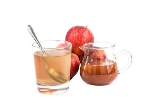 Detoxifiere cu oțet de mere diluat în apă