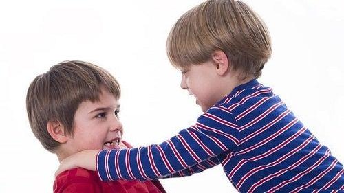 Educația copiilor implică lecții împotriva violenței