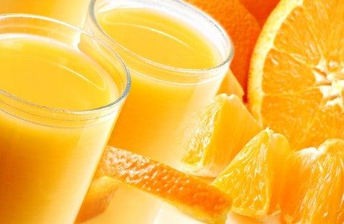 Sucul de portocale este util pentru a detoxifia ficatul