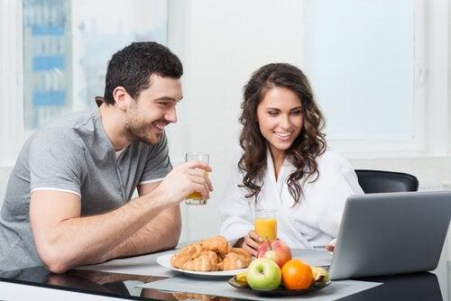 Nu trebuie să mâncăm fructe după cină, ci la micul dejun