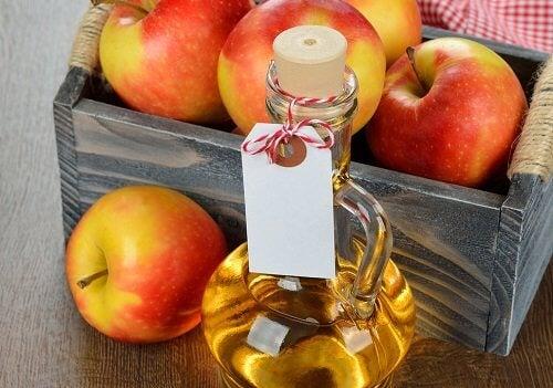 Oțetul de mere este un remediu util pentru gâtul înțepenit