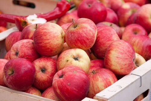 Niște fructe antiinflamatorii foarte utile sunt merele