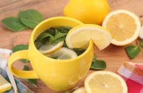 Ceaiul de lămâie îți poate vindeca mintea și corpul