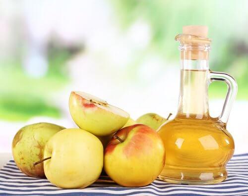 Folosește oțet de mere pentru infecțiile fungice ale unghiilor