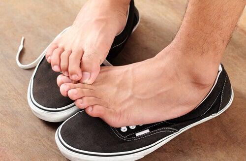 Piciorul de atlet provoacă mâncărimi