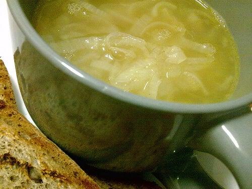 Supa de ceapă este bună pentru rinichii tăi