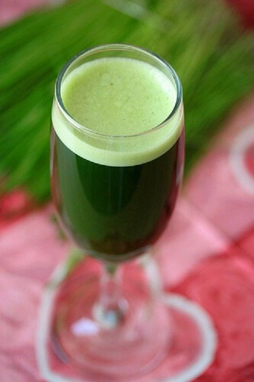 Smoothie verde pentru pierderea în greutate naturală
