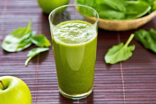 Sucuri pentru petele de pe piele cu fructe verzi