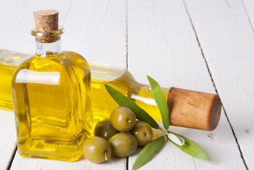 Uleiul de măsline reduce pielea uscată