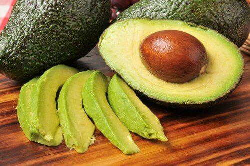 Avocado folosit ca tratament pentru vergeturi