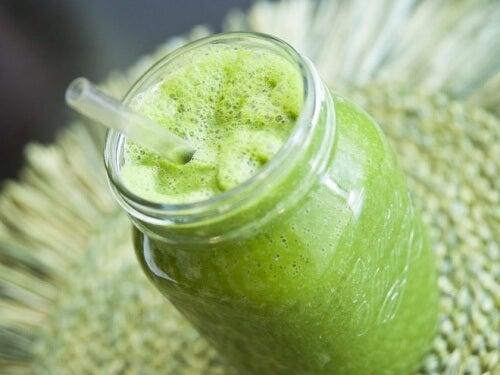Te sfătuim să încerci diverse băuturi naturale verzi