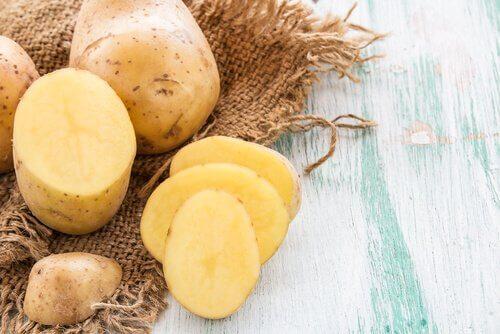 Cartofii sunt un remediu natural pentru hemoroizi