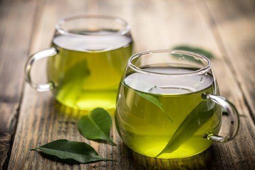 Căni de ceai verde