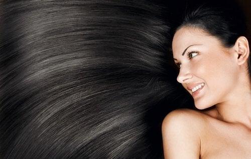 Cum să-ți deschizi culoarea părului lung