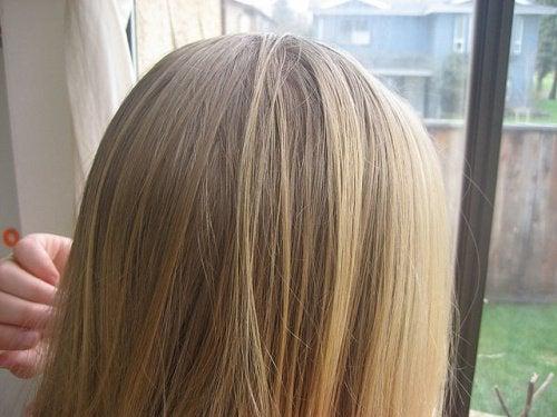Cum să-ți deschizi culoarea părului cu trucuri naturale
