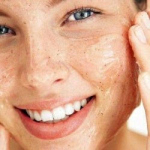 Cum îți exfoliezi pielea în mod natural