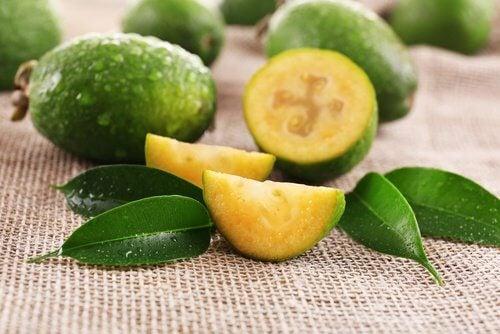 Frunzele de guava reglează secrețiile vaginale