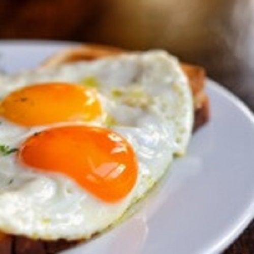 În realitate, ouăle nu cresc nivelul de colesterol