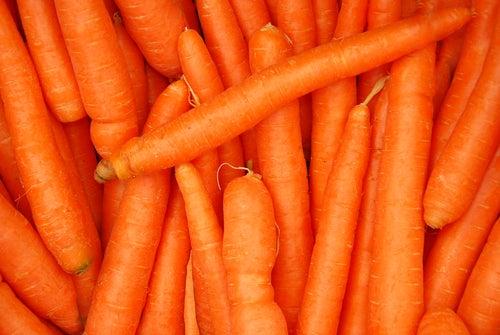 Poți avea părul lucios dacă utilizezi acest remediu cu morcovi